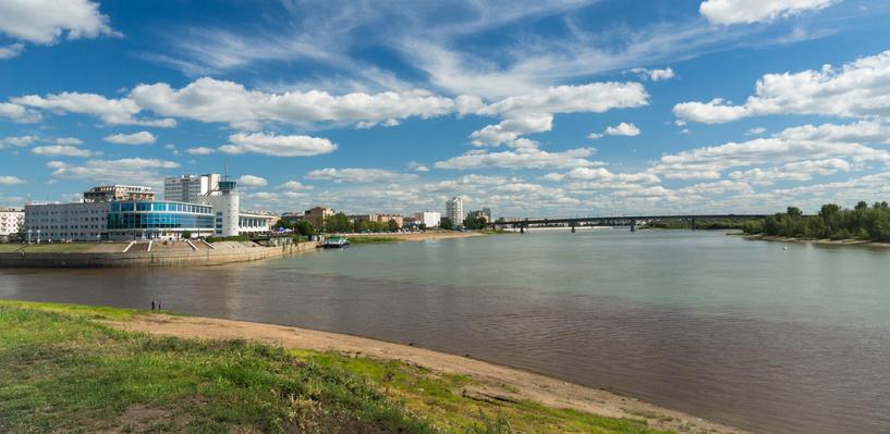 На реке Иртыш в Омске село на мель маломерное судно