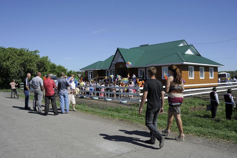 В Омской области построили сельский клуб на солнечных батареях
