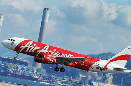 «Худший кошмар»: за сутки один самолет малайзийской AirAsia пропал, второй — едва не разбился