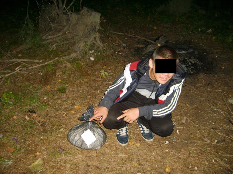У 14-летнего наркомана отобрали килограмм марихуаны
