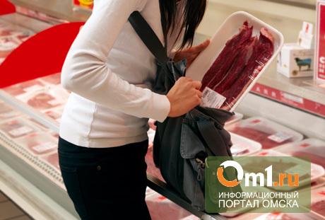 Омичка пыталась украсть из «Ашана» сосиски и шоколадку