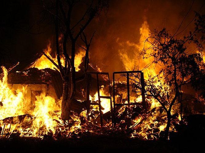 Ночью в пожаре погиб пожилой омич