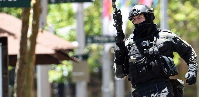 В столице Мали вооруженные люди удерживают 170 человек в отеле
