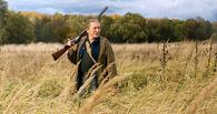 В деревне Омской области по улицам гулял мужчина с ружьем