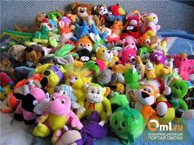 Омичам предлагают сдавать игрушки и вещи для нуждающихся непонятно куда