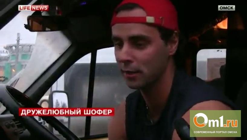 В Омске водитель маршрутки №335 возит пассажиров бесплатно