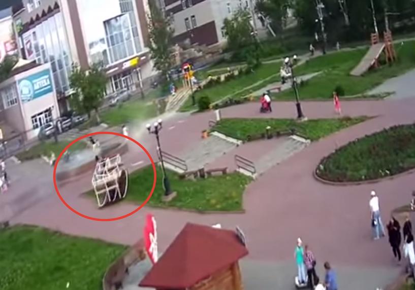 В Челябинске штормовой ветер унес беседку вместе с человеком