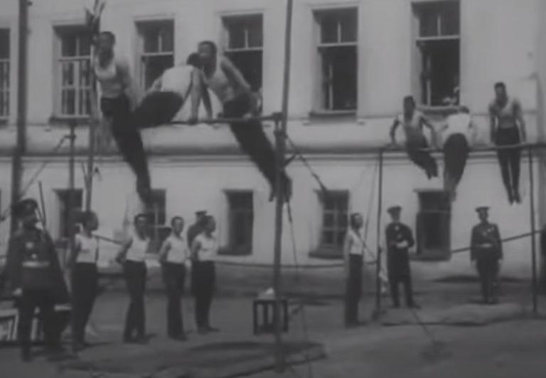 Опубликовано уникальное дореволюционное видео – омские кадеты выполняют гимнастические упражнения