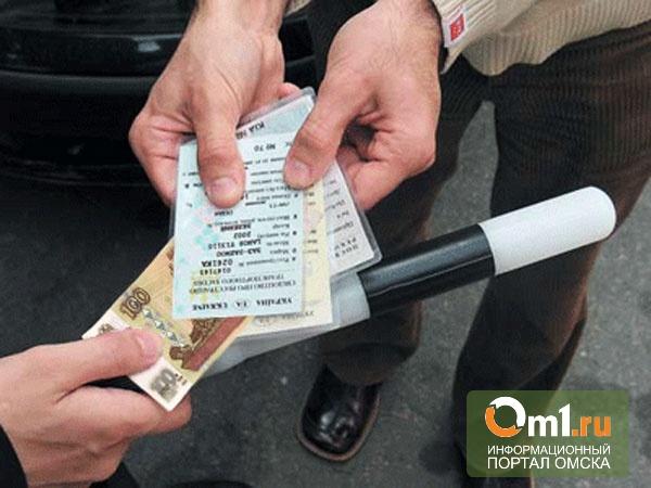 Маловато будет: сотрудник ДПС в Омской области не взял три тысячи рублей
