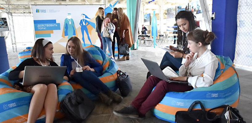 «ПОРА!» прошла: фестиваль социальных коммуникаций в Омске собрал сотни участников