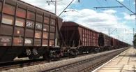 В Омске грузовой поезд насмерть сбил человека