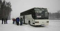 Ночью по дороге из Омска на трассе сломался автобус с 79 гастарбайтерами
