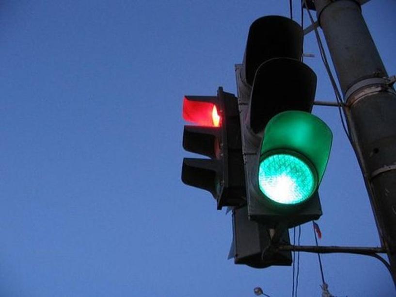 На Гусарова в Омске установят новый светофор за 637 тысяч рублей