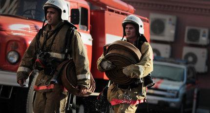 Пожар в омской квартире: десятеро эвакуированы, один погибший