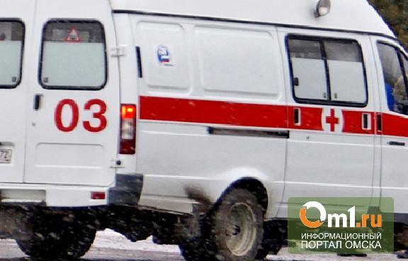 В Омске автомобиль врезался в пассажирский автобус