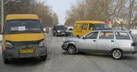 В Омске в аварию попала маршрутка №69