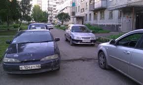 В Омске установят знаки, запрещающие водителям ездить через дворы