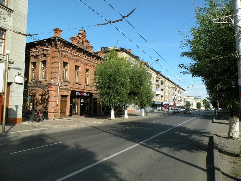 В Омске на Любинском проспекте началось озеленение