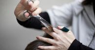 Омич ограбил девушку-парикмахера, которая его подстригла