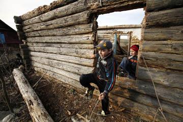 В Омской области под завалами погиб 9-летний мальчик