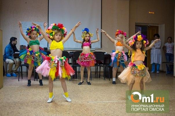Участницы «Красы России» в Омске посетили пациентов ДКБ№3