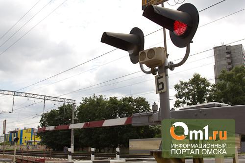 Через Омск на локомотиве провезут побитые в авариях автомобили