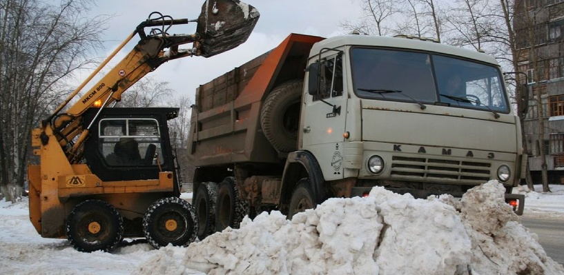 В Омске с городских дорог вывезли уже больше 400 тысяч кубометров снега