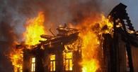 В Омске пожарные час тушили дачу в Советском округе
