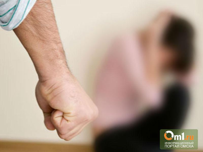 В Омской области пьяный депутат избивал жену и дочь