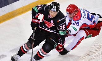 Игрок «Авангарда» Густафссон стал лучшим защитником КХЛ