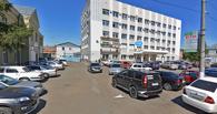 Глава Омского района Долматов полгода не выдавал зарплату директору кладбища