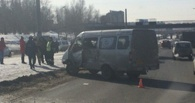 На Заозерной в Омске произошло ДТП с маршруткой (обновлено)