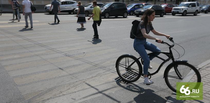 Мэрия Екатеринбурга истратила 25 млн рублей на дорожную разметку, которая темнеет и стирается за неделю