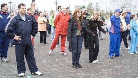 """Футболисты """"Иртыша"""" и Тищенко теперь несут физкультуру в массы"""