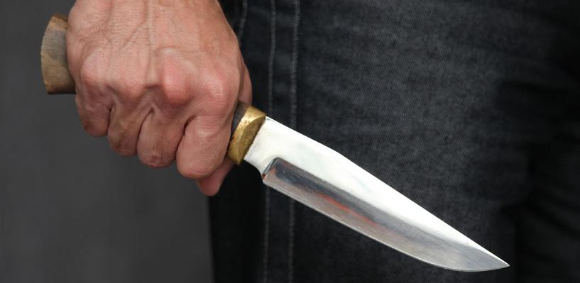 В Омске погиб бывший десантник, поспорив, что сможет уклониться от ножа