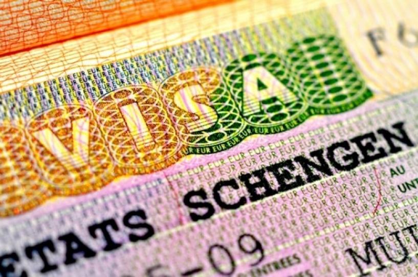 Из-за новых правил оформления визы омичи отказываются от поездок в Европу