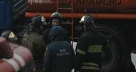 На пожаре в столярном цехе под Омском сторож получил ожоги