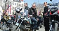 Чтобы в пробках не стояли: Госдума готова разрешить байкерам ездить между рядами