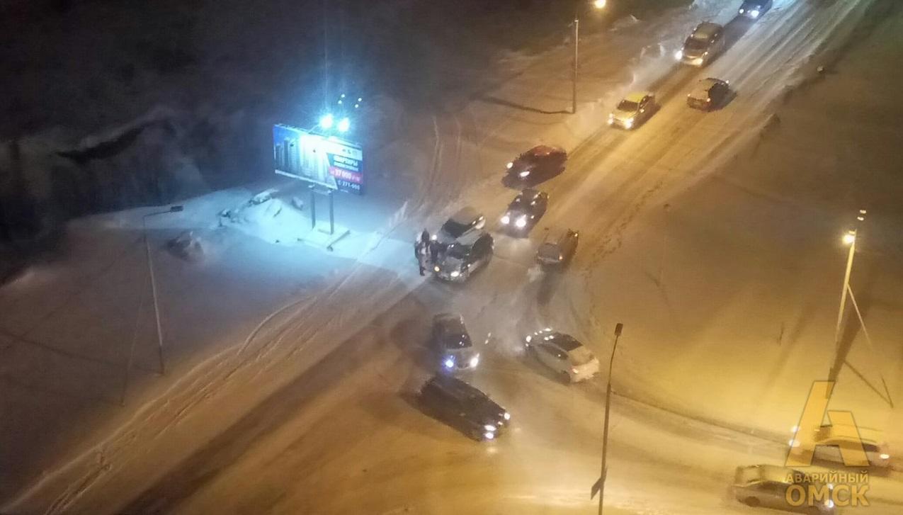 ВОмске лоб влоб столкнулись автомобили Киа иЛада Калина