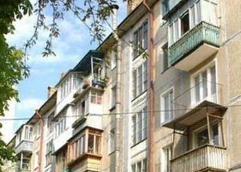 Суд обязал омскую мэрию отремонтировать 68 жилых домов