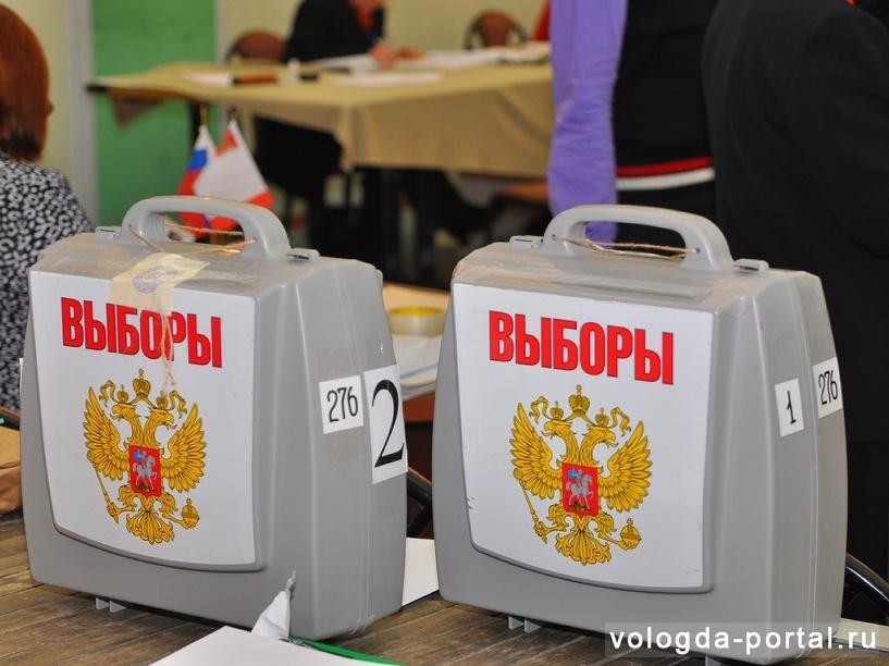 Врио губернатора Омской области Назаров сдал подписи в Избирком