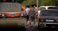 В Омске водители устроили драку с дорожными рабочими из-за ремонта Иртышской набережной
