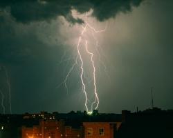 Шоу продолжается: на Омскую область вновь надвигается шторм