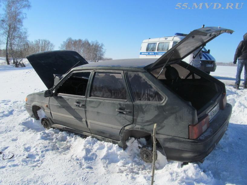 У автоледи в Омской области украли колеса и магнитолу