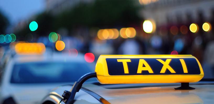 Омский должник по алиментам уехал работать таксистом в Сочи