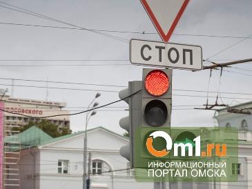 Омский водитель автобуса изменил движение транспорта на Думской