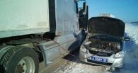 В Омской области на трассе чуть не замерз дальнобойщик