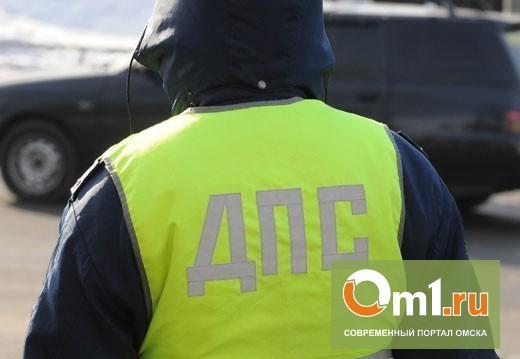 В Омске на Ленинградском мосту пенсионер на Chevrolet протаранил иномарку и маршрутку