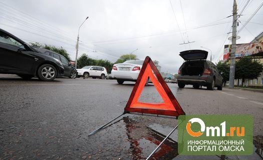 В центре Омска иномарка сбила женщину с 3-летним ребенком на руках