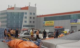 В Омске из-за ливня отменены мероприятия и затоплены магазины